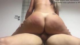 Sexy Joslyn Jessica tocando su pequeño arrebato
