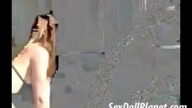 Hot Kitty le pidió a un oficial de policía que la folle desde atrás mientras lo miraba