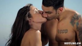 Gran aspecto, rubia, pareja aficionada le gusta la forma en que su asistente travieso es agradable a sus cuerpos.