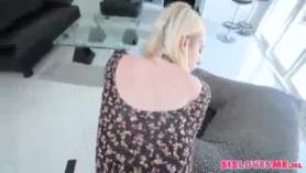 Bitchy Morena, Solo Felicia está teniendo relaciones sexuales en el bosque, aunque su novio está trabajando