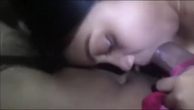 Chica delgada con cabello negro se está volviendo follada como nunca antes, en muchas situaciones diferentes