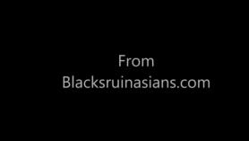 Chica asiática de colgina, Jaye Summers se está volviendo engendrado por un hombre negro que le gusta