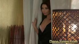 Cock Loving Babe está usando medias eróticas para su hombre, que quiere follarla.